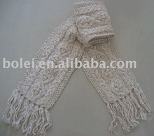 Lady thick knitted scarf with dobby design
