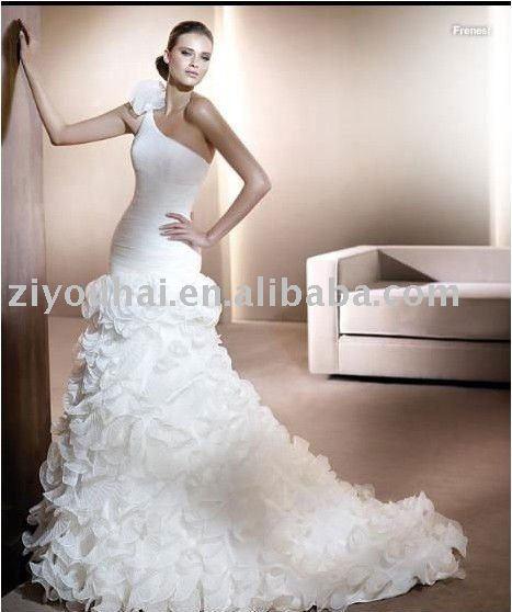 royal wedding dress designer. royal bridal dress designer