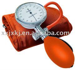 manual aneroid blood pressure gauge