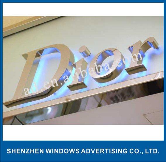 أدى الإضاءة اسم العلامة التجارية للمتجر الواجهة