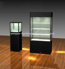 Freestanding display showcase