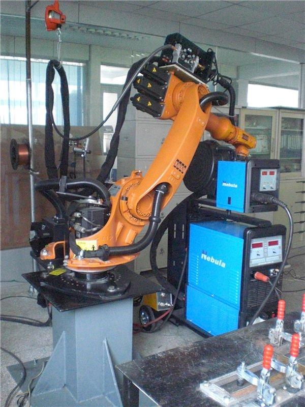robô kuka contato nebulosa equipamentoparasoldagem