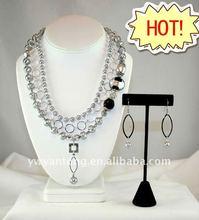 Yiwu 2012 lady's fashion handmade jewellery necklace set