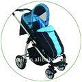 Marcheur vert de bébé avec la couverture de pied