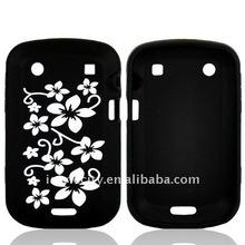White Flower Grounding Black Design Hard Cover for Blackberry Bold 9900