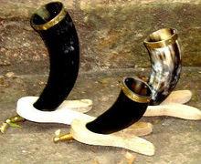 Viking tiplop corne à boire avec support en métal pour la bière, vin, mead, pagan, celtic rituels texidermy, médiévale