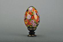 """De madera decorativos de huevo con un titular"""" floreciente peonias"""""""