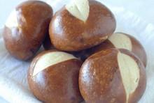 pão pretzel jantares de rolos