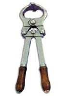 veterinary instruments / Burdizzo castration of bulls, calves, rams, pigs and colts for the humane and bloodless castration