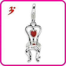 fashion polished silver plated zinc alloy high quality red enameled heart on chair jewelry pendants with lobster clasp