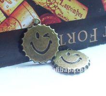 25mm ancient bronze metal smiling face bottle cap pendant zinc alloy make with love