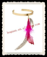 Fashion lady feather arm cuff