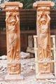 escenario de la boda pilares pilares de cemento