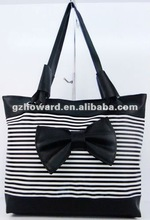 0.8-1.8USD pu ladies' handbags black with a beautiful flower