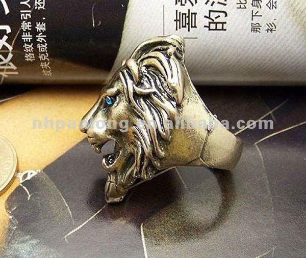 Antique lion head ring