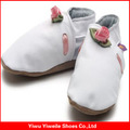site alibaba promover genuíno de bebê de couro branco de casamento do laço sapatos