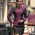 el uniforme de la moda para el hotel recepcionista