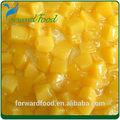 dulce en conserva en cubitos amarillo melocotón en almíbar