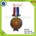 Artes y artesanías medalla con cintas