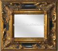 vintage esculpido em madeira moldura de espelho pendurado na parede