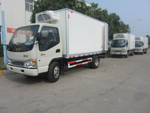 cheap 6-9Tons refrigerated cargo van/freezer cargo van/refrigerated van for sale