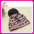 wholeasle por encargo de poliéster beanie mano sombreros sombrero hecho punto con pom pom