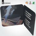 negro de cumpleaños hecha a mano de papel tarjeta de juego