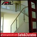 Nuevo diseño de acero inoxidable barandilla de vidrio escaleras