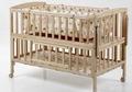 el bebé de madera de la cama