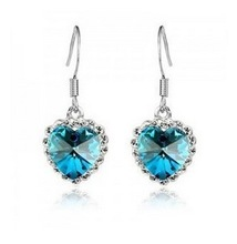 Manfacture Hot wholesale Europe style metal charms beautiful designer fashion earrings for women