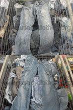 grado a magazzino abbigliamento usato per gli uomini vestiti di seconda mano