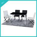 preto e branco do restaurante e mesas de jantar e cadeiras