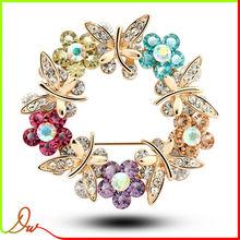 Hot sale new design simple trending flower bulk brooch for invitation