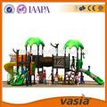 standa europeia dos miúdos de madeira ao ar livre playground