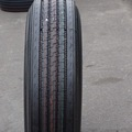 Rey de asfaltado de dirigir los neumáticos de fábrica 11r22.5 con el drenaje de agua de dirección