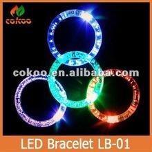 NEW 2014 The latest Christmas gift Fashion flash light bracelets LED bracelet flash hand ring luminous crystal