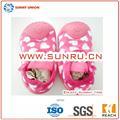 bebé botines zapatos con el patrón de corazón