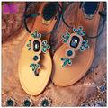T- Gurt frauen flachen sandalen dekoriert mit strass