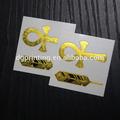 de oro del tatuaje tribal de etiqueta brazalete