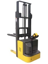 Man - machine integration 1.5T full electric pallet stacker