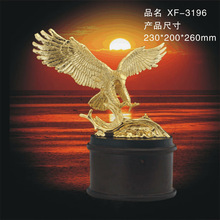 Gold Plating Metal 3D Eagle Model Statue with Wooden Base