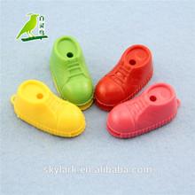 Barato zapatos de plástico silbato, Feliz kid toy, Pequeño nuevos juguetes de los niños para 2014