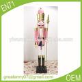 los fabricantes de yiwu proveedor 6ft grande al aire libre industrial cascanueces de madera cascanueces decorativos de color rosa en wolesale