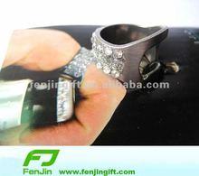 Fashionable diamond finger ring beer bottle opener