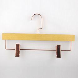 Modern Naturl Display Wooden Bedroom Luggage Golde Hanger Rack Clips QianWan Displays