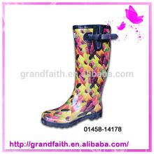 2014 New design low price rain boots rubber