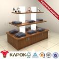 Mais recente de madeira tampa/chapéu/roupas display/stand/contador de móveis na china