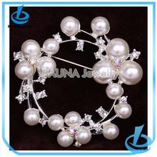 Wholesale latest design pearl round designer clothes websites brooch