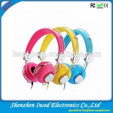 2014 holidays cheap bulk gifts binaural light weight earphone ideal for mp3