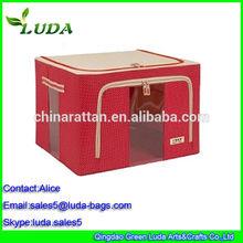 rosso scuro ragazza contenitore bucato non panno tessuto cestini di pane